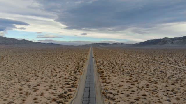 vídeos de stock e filmes b-roll de 4k aerial video - desert death valley - parque nacional do vale da morte