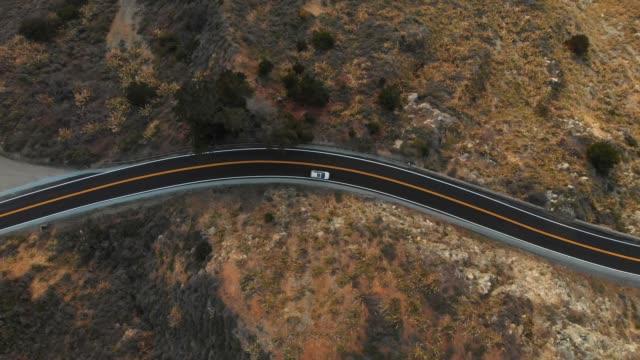 vidéos et rushes de vidéo aérienne 4k-top view-big sur littoral california - littoral