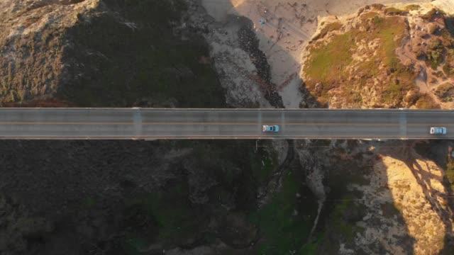 vídeos de stock e filmes b-roll de 4k aerial video - top view - big sur coastline california - big sur