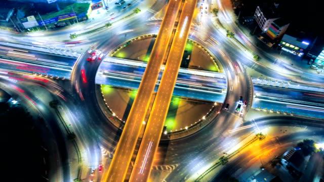 4k luft zeitraffer oder hyperlapse nacht stadtbild von autobahn in bangkok anzeigen - straßenkreuzung videos stock-videos und b-roll-filmmaterial