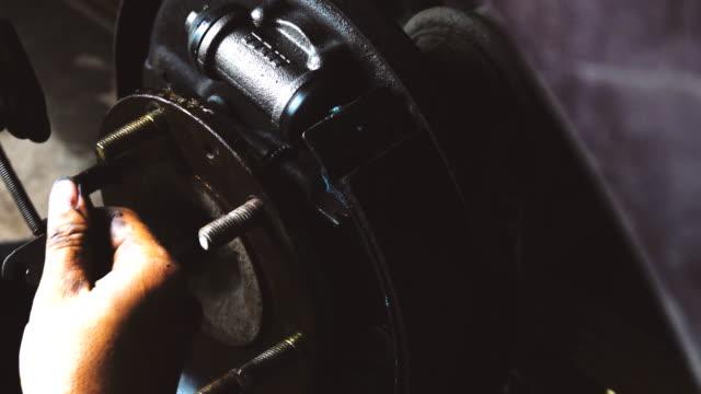 4k: Car mechanic working video