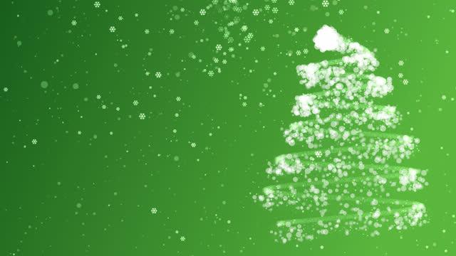 눈과 눈송이 녹색 배경 4k 크리스마스 트리 - christmas decorations 스톡 비디오 및 b-롤 화면
