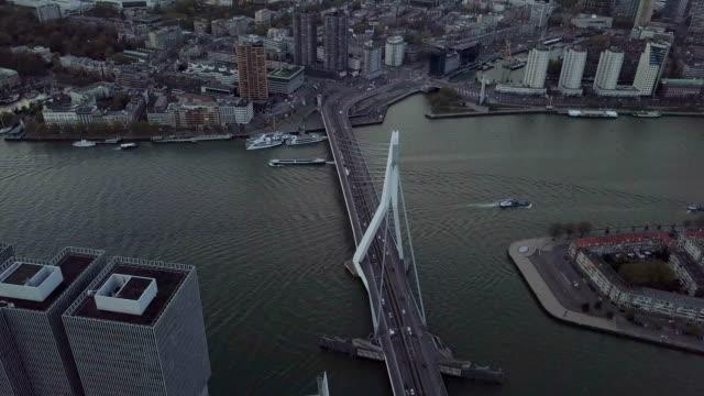4k filmiska antenn av fartyg passerar erasmusbrug bron kanalen i rotterdam - drone amsterdam bildbanksvideor och videomaterial från bakom kulisserna