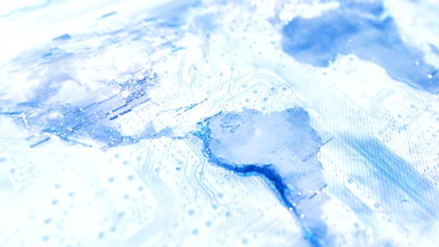 4k circuit board world map (light blue / white) - loop - scoprire nuovi terreni video stock e b–roll