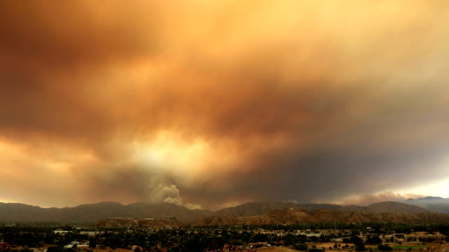 4k clip of massive sand fire in los angeles july 2016 - california video stock e b–roll