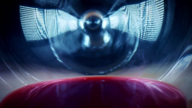 vídeos de stock e filmes b-roll de 4k close-up bug eye view inside wine glass - going inside eye