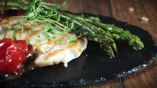 vídeos de stock e filmes b-roll de 4k cod fish fillet cooked and served with vegetables - cod