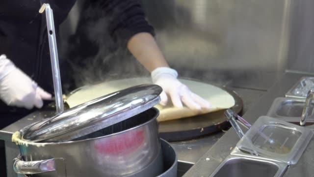 4 k: クレープ デザート日本料理 - フランス料理点の映像素材/bロール