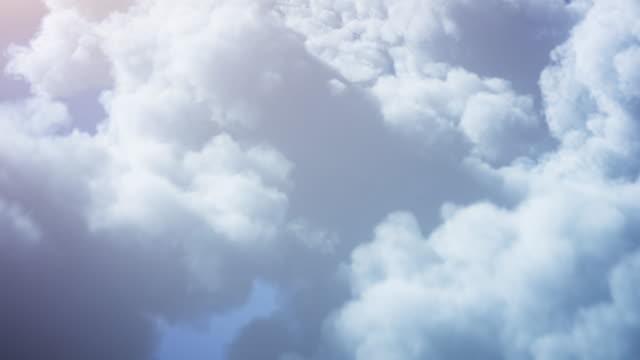 4k 飛過蓬鬆的雲彩背景 - 可迴圈 - 陽光明媚,明亮,天空 - 航拍 個影片檔及 b 捲影像