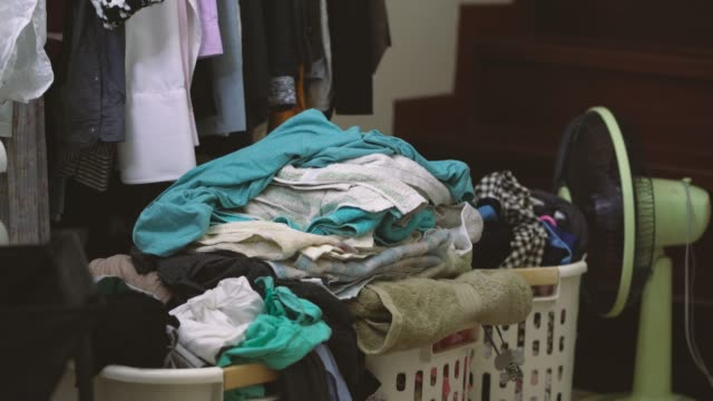 4k footage of messy clothes - mucchio video stock e b–roll