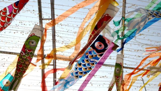 stockvideo's en b-roll-footage met 4 k japanse karper vliegers - tokio kanto
