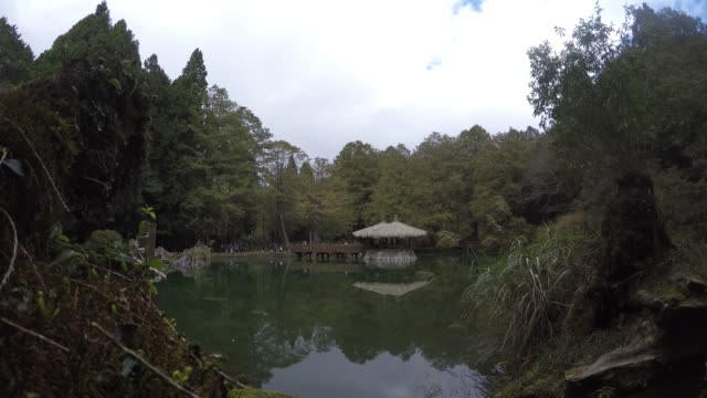 4k, log cabin in the pond in the popular mountain resort of Alishan.