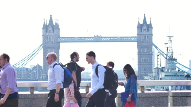 4k London Bridge, Movement of business people in office building zone, London, England