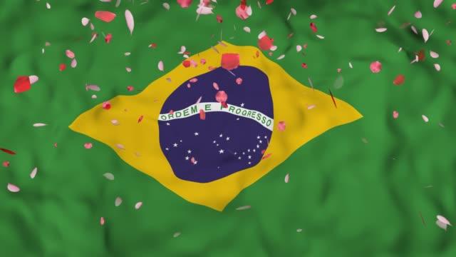 bandeira realista 3D detalhados lenta do Brasil 4 k no vento, ondulação índio bandeira fundo, caindo pétalas na bandeira. - vídeo