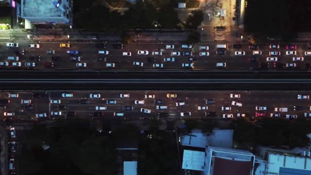 バンコク市内の都市交通渋滞の 4 k 解像度の空中写真 - 渋滞点の映像素材/bロール