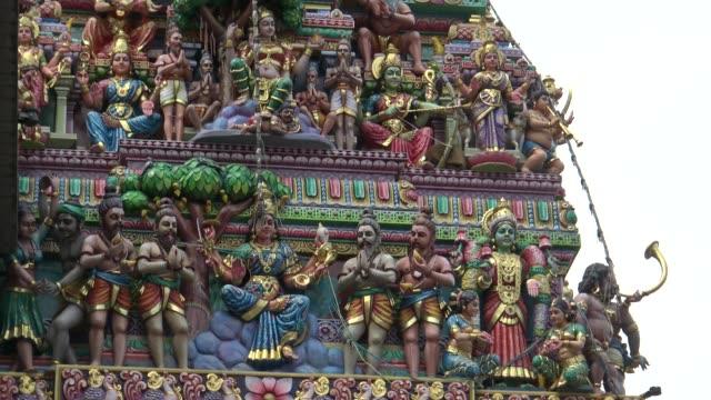 4k sri veeramakaliamman tempel i lilla indien, södra delen av singapore - india statue bildbanksvideor och videomaterial från bakom kulisserna