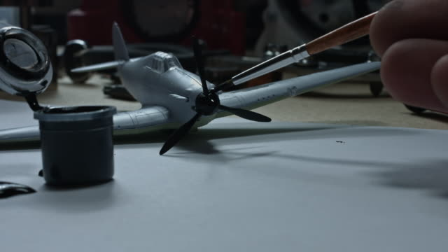 vídeos y material grabado en eventos de stock de composición técnica 4 de k de una mano de pintura de un avión - llave tubular