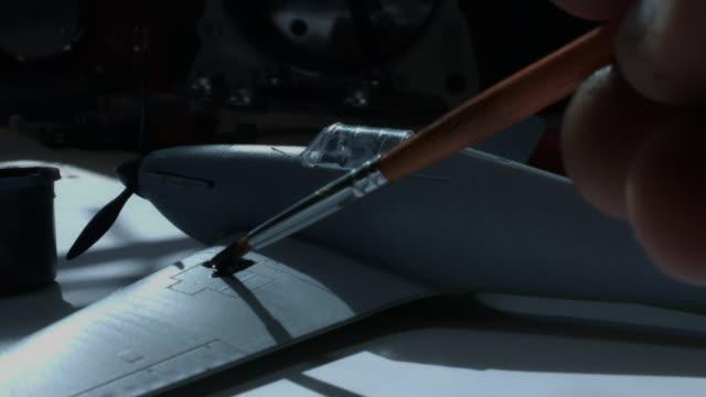 4 k technische zusammensetzung einer hand malen ein flugzeug - steckschlüssel stock-videos und b-roll-filmmaterial