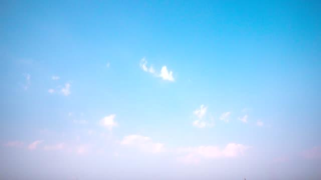 4k time lapse clear sky background - summer background filmów i materiałów b-roll