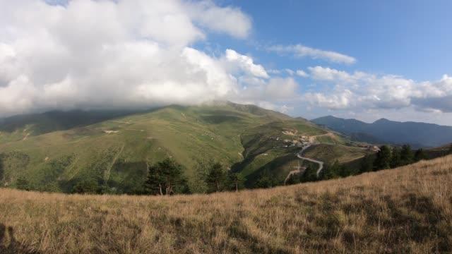 4k time lapse footage von der spitze des zigana berges. - hochplateau stock-videos und b-roll-filmmaterial