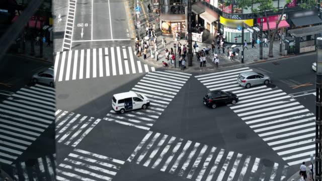 4k time lapse ginza fußgängerüberweg in tokio, japan. - überweg warnschild stock-videos und b-roll-filmmaterial