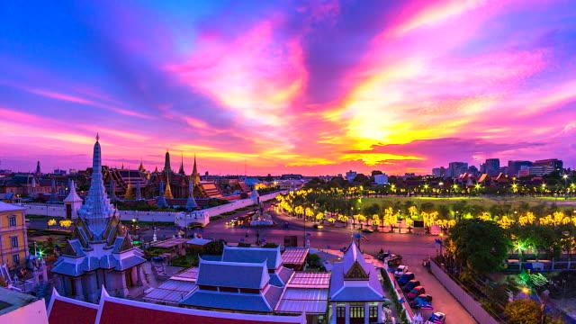 4k Time lapse landmark of Bangkok Wat Phra Kaeo or Temple of the Emerald Buddha in Bangkok City, Thailand 4k Time lapse landmark of Bangkok Wat Phra Kaeo or Temple of the Emerald Buddha in Bangkok City, Thailand sukhothai stock videos & royalty-free footage