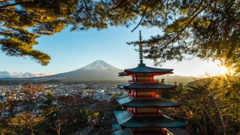 vidéos et rushes de 4k temps écoulé mt. fuji avec pagode rouge en hiver, fujiyoshida (japon) - japon
