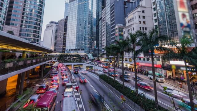 香港の都市通りにビジー状態のトラフィックの 4 k 時間の経過 - 十二月点の映像素材/bロール
