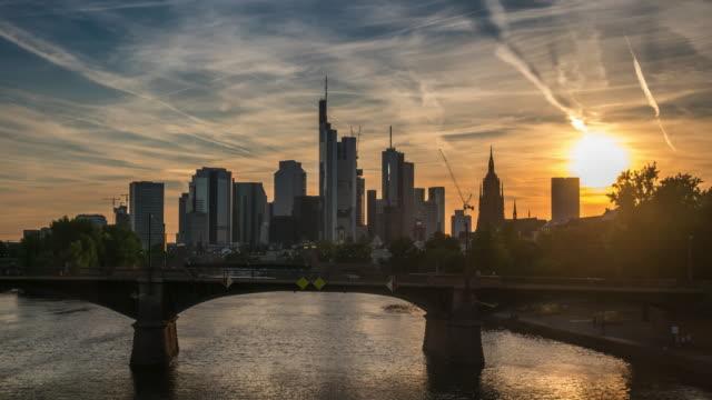 4k time lapse : skyline frankfurt - francoforte sul meno video stock e b–roll