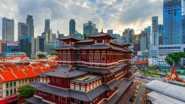 4k time lapse sunrise scene of buddha tooth relic temple of singapore - tempio video stock e b–roll