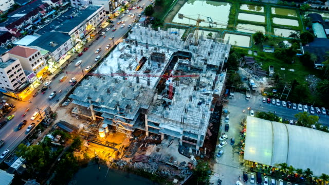 4k time-lapse: aerial view of working construction site - industria edile video stock e b–roll