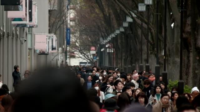 vídeos y material grabado en eventos de stock de 4k time-lapse : multitud de personas caminando - misa
