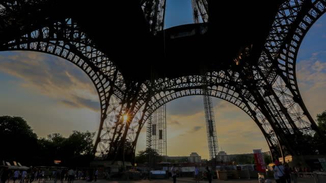 4k Time-lapse : Eiffel tower in Paris, France