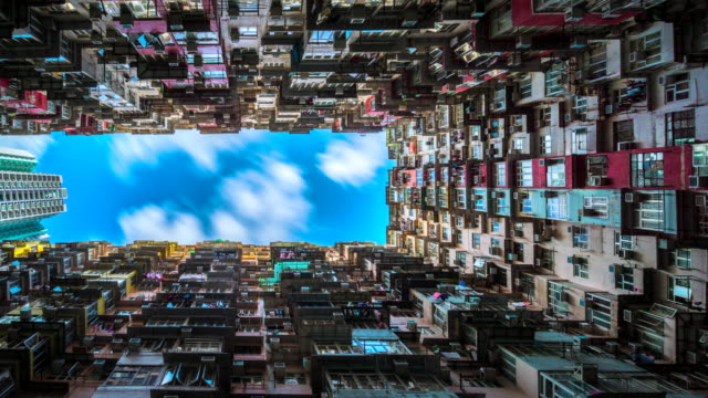 4k timelapse movie moving cloud of low angle view of crowded residential towers in an old community in quarry bay, hong kong - płaski filmów i materiałów b-roll