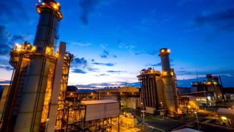 timelapse 4k di centrale elettrica a ciclo combinato o powerplant a gas combustibile - alba crepuscolo video stock e b–roll