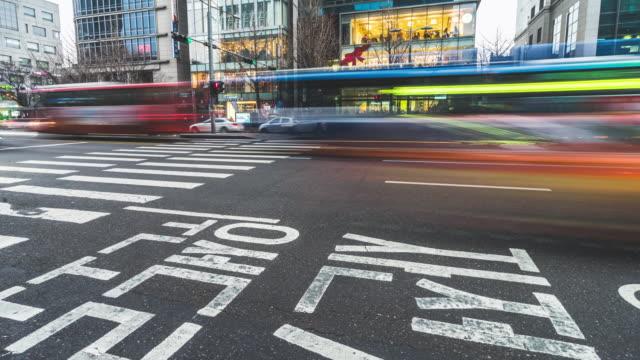 vídeos de stock, filmes e b-roll de 4k time-lapse de tráfego em seul. - coreia