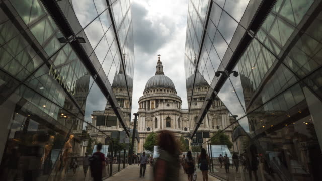 4k Time-lapse: St Paul's Cathedral in London England UK