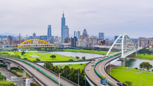 4k Timelapse Traffic of Rainbow bridge with Taipei city, Taiwan video
