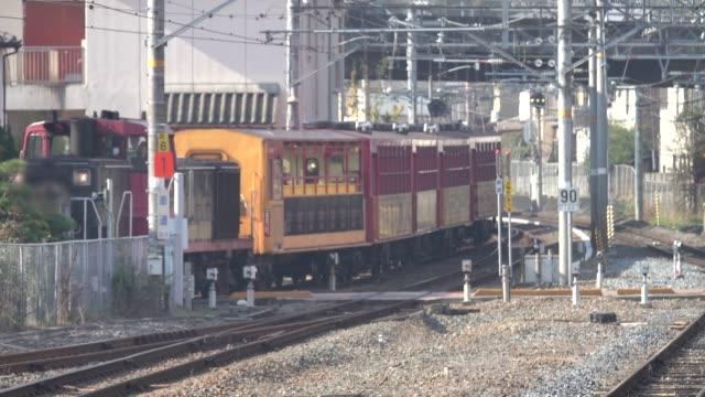 4k: Train running to platform - video