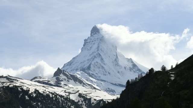 stockvideo's en b-roll-footage met 4k video, time lapse matterhorn berg van zwitserland alpen - matterhorn