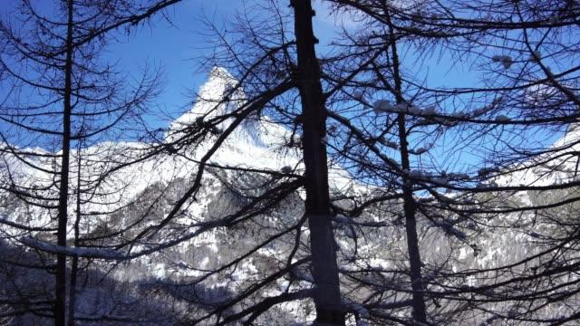 4k utsikt över tåg stationen i zermatt, schweiz - wengen bildbanksvideor och videomaterial från bakom kulisserna