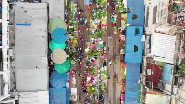 4k, Zoom out of raw food stall market in the city.