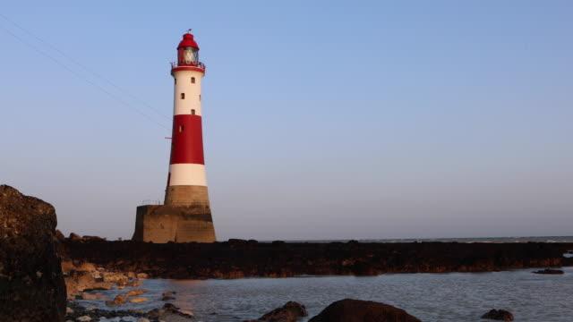 4k:faro di beachy head al tramonto - south downs video stock e b–roll