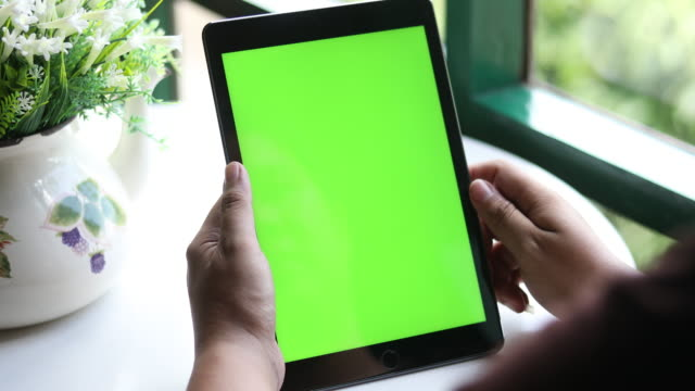 4K:Close Up Man Holding Blank Tablet PC With Green Screen video