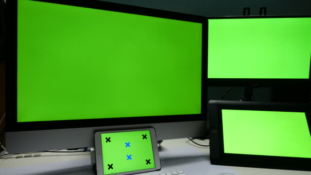 4K:Display presenting,Green screen display on desk video