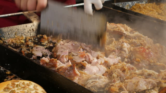 4 K: gebratenes Schweinefleisch deutschen bereit für Essen – Video