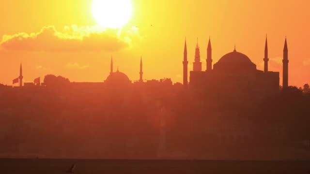 4k:istanbul hagia sophia-moskén sunset - moské bildbanksvideor och videomaterial från bakom kulisserna