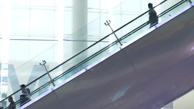 4k:People to move the escalator video