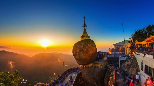 4k. zeit lapse golden rock (kyaikhtiyo oder kyaiktiyo pagoda) landmark von myanmar - pagode stock-videos und b-roll-filmmaterial