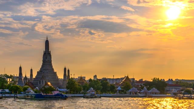 4K.Time lapse Landmark of bangkok Temple of Wat Arun, in Bangkok, Thailand 4K.Time lapse Landmark of bangkok Temple of Wat Arun, in Bangkok, Thailand sukhothai stock videos & royalty-free footage